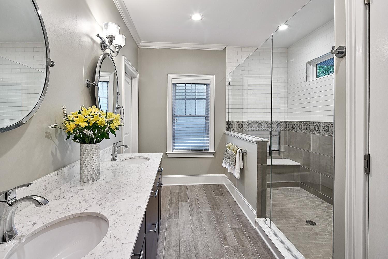 Wood Look Porcelain Tile In Bathrooms | Case Charlotte