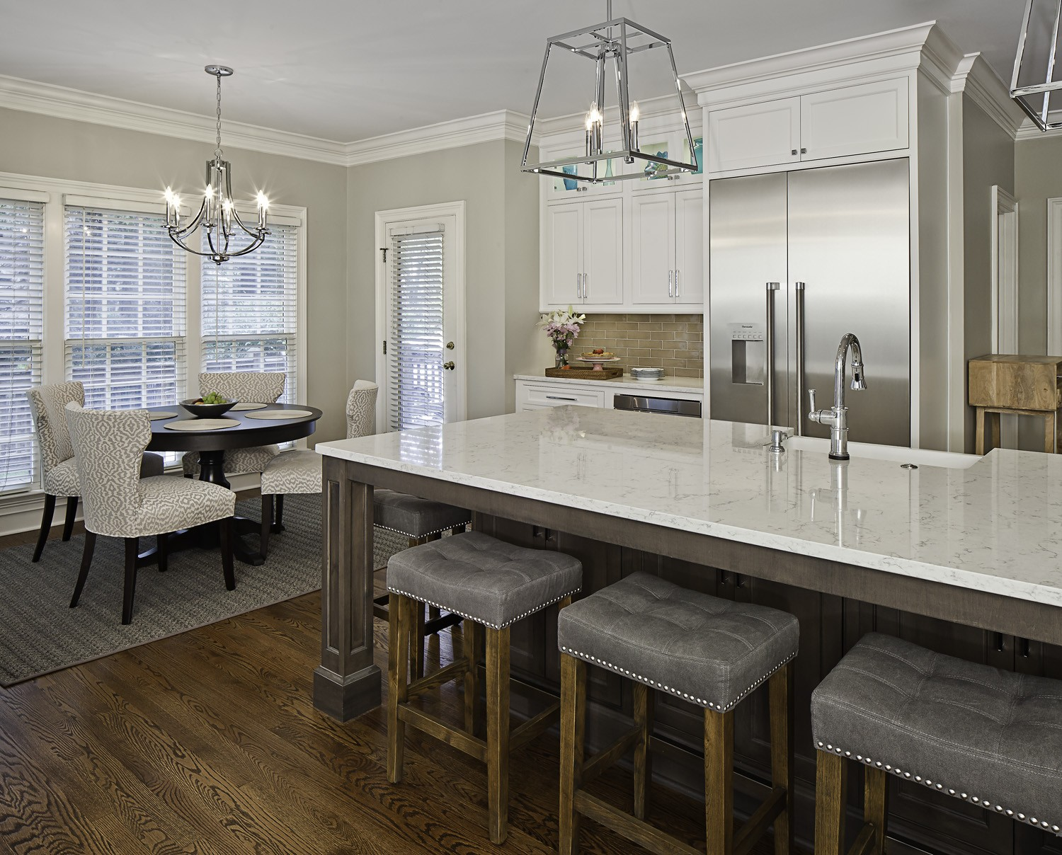 White quartz countertops look similar to marble, without the maintenance