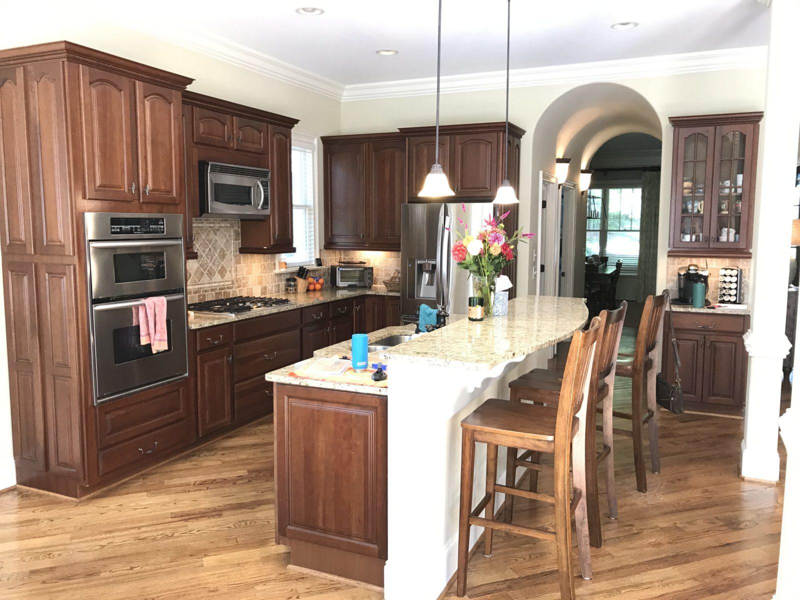farmhouse-style-kitchen-before