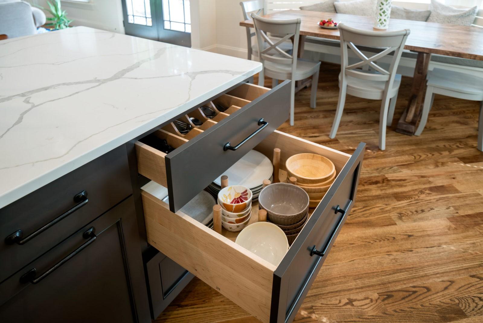 farmhouse-style-kitchen-kitchen-drawer-peg-system