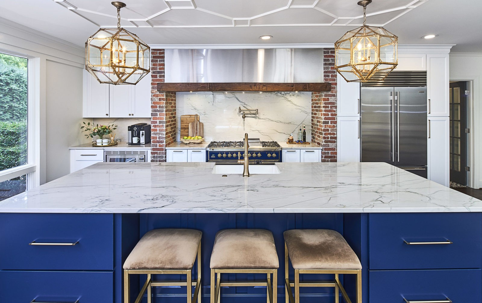 navy-island-quartzite-countertop-kitchen-remodel